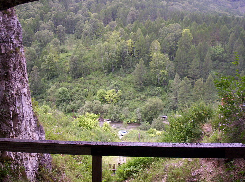 Вид из Денисовой пещеры на долину реки Ануй