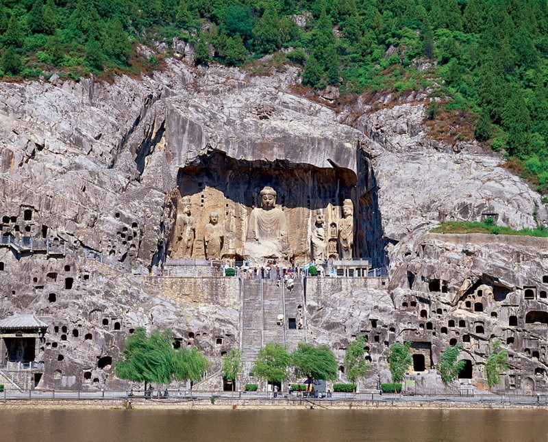 Общий вид на пещеры с реки. Автор: Aberlin - собственная работа, Общественное достояние, https://commons.wikimedia.org/w/index.php?curid=1987333