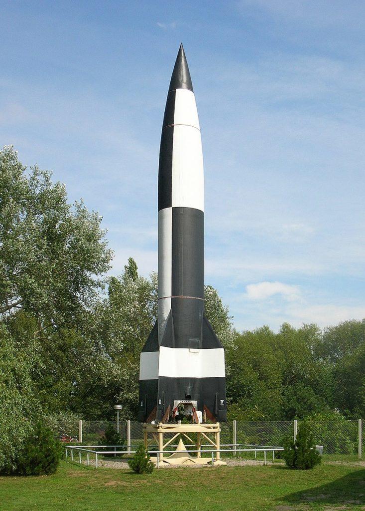 Копия первой ракеты «Фау-2» в музее ракет Пенемюнде Автор: AElfwine