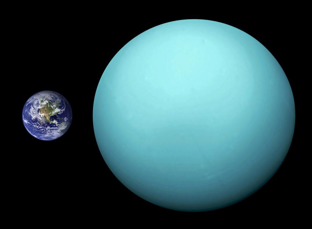 Планета Земля и Уран в сравнении.  Автор: Orange-kun (old version user: Brian0918) [Public domain]