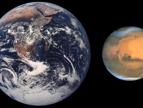 Сравнение размеров Земли (средний радиус 6371,11 км) и Марса (средний радиус 3389,5 км)