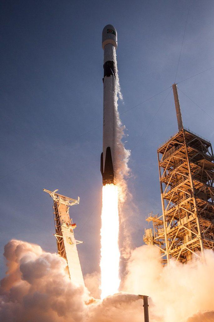 Запуск Falcon 9 Block 5 со спутником Bangabandhu-1 (11 мая 2018). Автор: Official SpaceX Photos