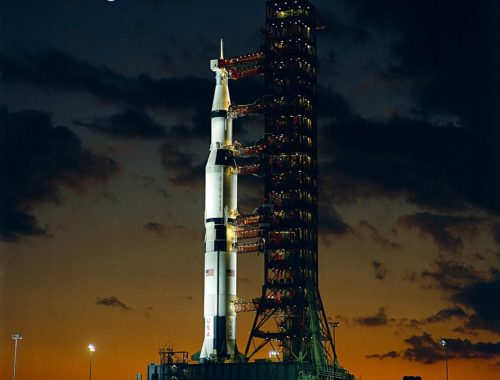 Первая ракета «Сатурн-5» (AS-501) на стартовой площадке, перед запуском «Аполлон-4». Фото НАСА