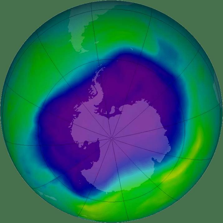 Крупнейшая озоновая дыра над Антарктикой в сентябре 2006 года. Источник: NASA, изучение озонового слоя