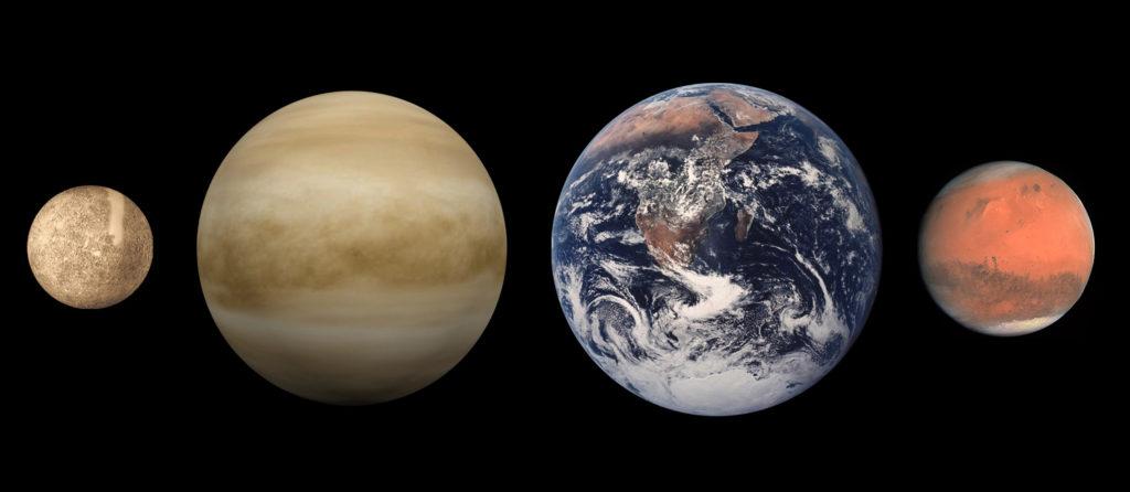 Слева направо: планета Меркурий, Венера, Земля, Марс -сравнительные размеры