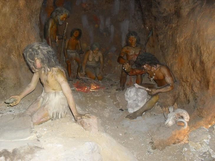 В 2003 году на острове Флорес в Индонезии обнаружены останки древних людей