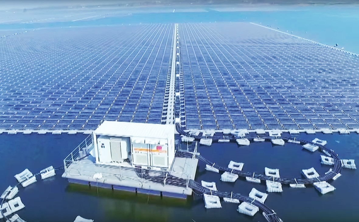 Крупнейшая в мире плавучая солнечная электростанция в Китае.