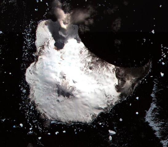Майкл-Маунт с лавовым озером. Автор: NASA ASTER Science Team