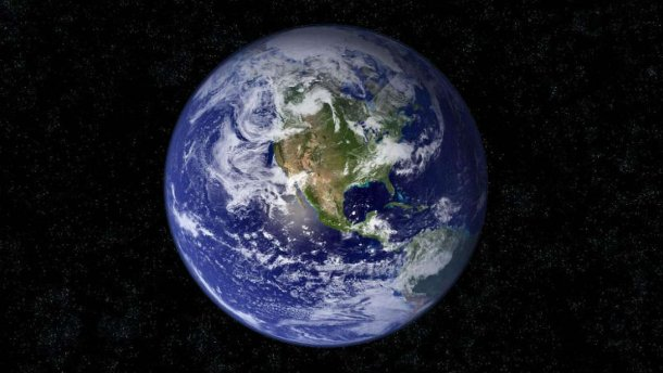 Планета Земля. Астероид движется к Земле.