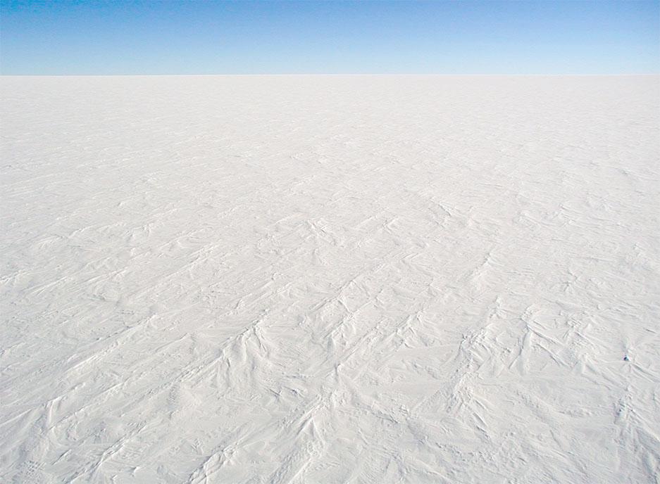 Ледниковый покров Антарктиды. Так выглядела поверхность Земли в Северной Америке или Северной Европе в ледниковые эпохи ледникового периода.